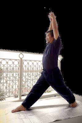 ⑤合掌したまま両腕を上方に伸ばす