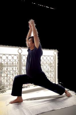 ⑥右膝を90度折り曲げたまま踏ん張る、後ろ足は伸ばし続ける
