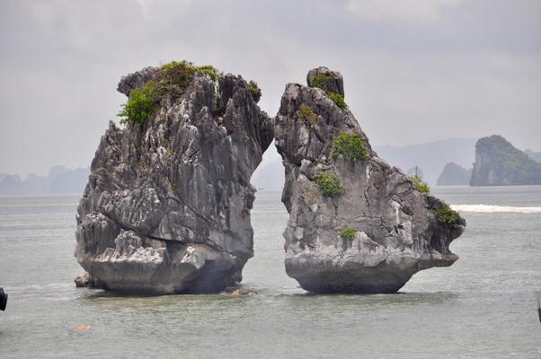 Halong Bucht Karst Felsen
