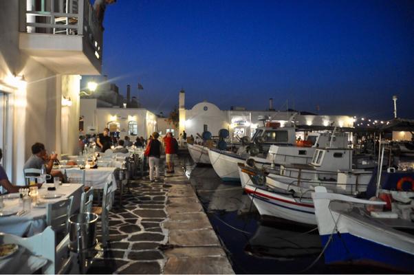 Paros Naoussa Hafen abends