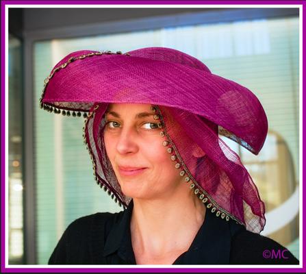 Christine Rohr Academy - Sommerhüte aus Sinamay  @ DHM - Foto © Ann MacKinnon