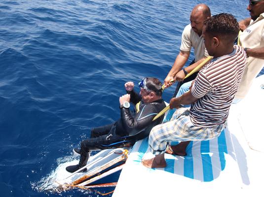 einfacher Ausstieg, behindertengerechtes Boot, Tauchen mit Behinderung , Boot Onda
