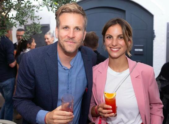 Seppi Sigl (TRUMER Privatbrauerei) und Caro Eisl.