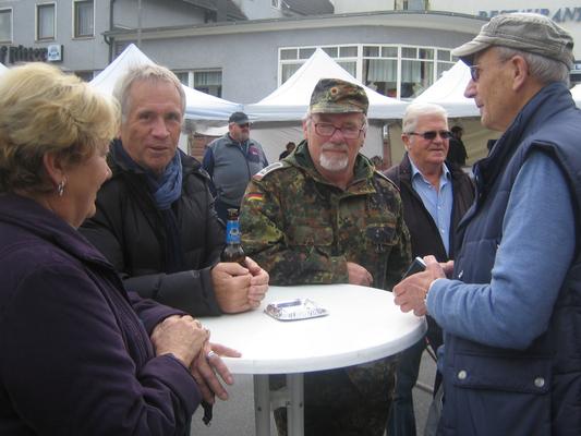 Auch unsere Ehrenvorsitzender (links) besuchte 'seine' Reservistenkameradschaft.
