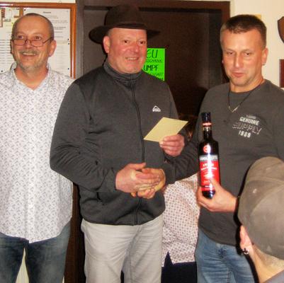 Marius Slusarek - Erster Gewinner der 'Roten Laterne' beim Glücksschießen 2016. (Bild: Rainer Weiß)
