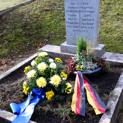 Das von den Walldürner Reservisten gepflegte Grab, an dem die Kranzniederlegung stattfand. (Bild: Bernd Seitz)