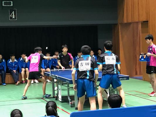 港区ジュニア卓球大会の高校生男子複準決勝の模様