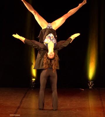 Tanz-Akrobatik Show Act Elch