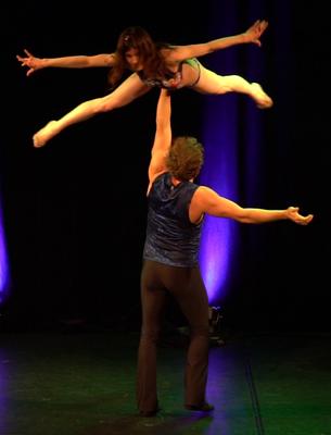 Tanz-Akrobatik Show Act Hebefigur