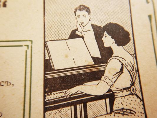 Девушка за роялем, обложка