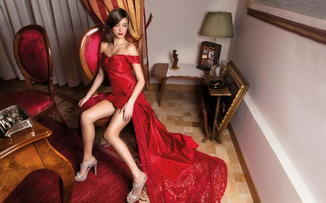 vestito da sera rosso effetto nudo,come le kardashian e blake lively