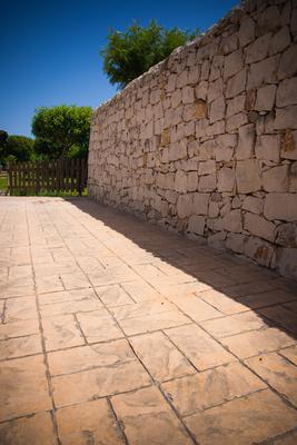 28 - Solarium / Basketweave brick
