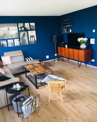 malerarbeiten wohnzimmerwand gestaltet in lengwil