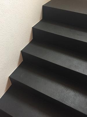 fugenloser bodenbelag trappe anthrazit rasato