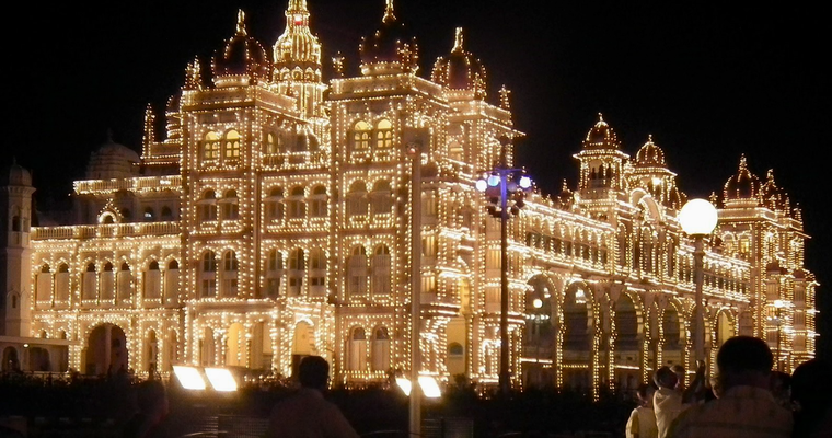 Der Palast mit seinen 100'000 Glühbirnen. (Internet Foto)