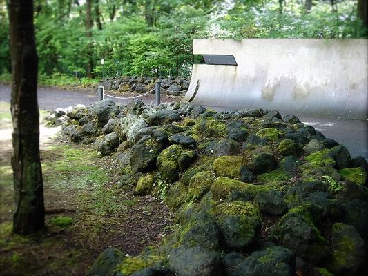 北軽井沢「鬼押し出し」をイメージした浅間石の石積み