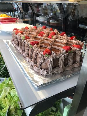 週末にはこんな大きなケーキが出ることも。【Choupana】