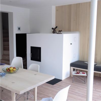 Umbau / Energieeffiziente Sanierung einer Doppelhaushälfte in Stuttgart | Kaminofen im Essbereich