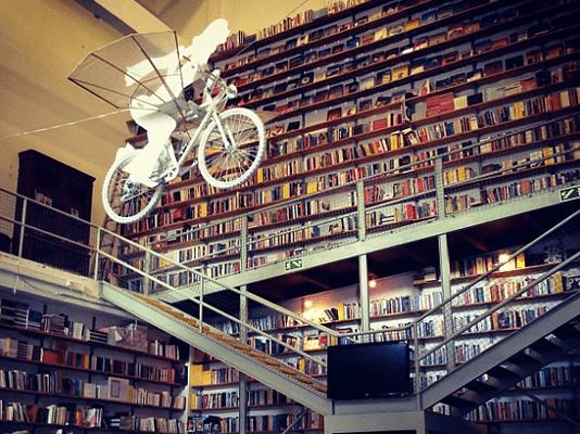 Ler Devargar - ein Buchladen in der LX Fábrica