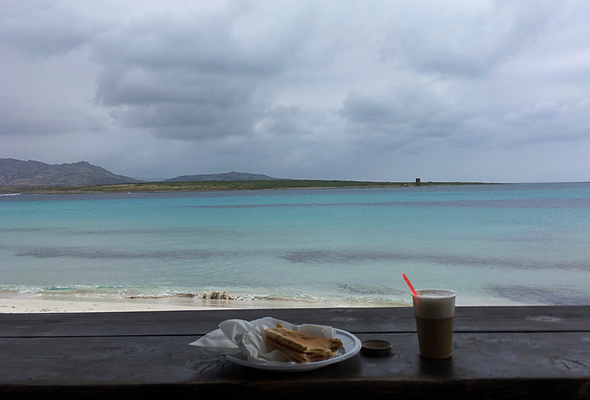 Sardinien: Cappuccino beim Kiosk bei La Pelosa