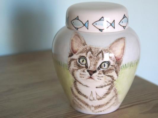 Dieren-urn-kat-Unieke-handbeschilderde-dierenurnen-katten-urn-met-portret-kat-Unieke-maatwerk-urn-Bijzondere-urnen-Maatwerk-Urnen-voor-dieren-Handgemaakte-Urnen-voor-kat-Urnen-voor-huisdieren-Keramische-Urn-kat-persoonlijke-urn-laten-maken-urnen-kat