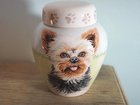 Handbeschilderde-dierenurnen-handgeschilderde-dierenurnen-urn-voor-hond-urnen-voor-huisdieren-handgemaakte-urnen-maatwerk-urnen-voor-dieren-urnen-dieren-unieke-hondenurnen-honden-urnen-keramiek-persoonlijke-urnen-voor-hond-bijzondere-urnen-urn-hond