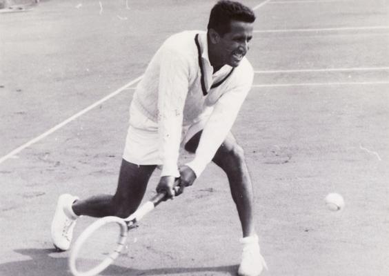 Pancho Segura beim WM-Turnier 1955 im OTC