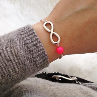 Bei SR Jewelry findest du personalisierte Armbänder mit Buchstaben. Zartes Armband Infinity Zeichen. Armband mit Herz. Armband mit Anhänger silber.