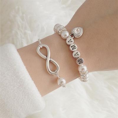 Brautmutter Geschenk ganz einfach online kaufen bei SR Jewelry. Perlenarmband für die Mama. Weihnachtsgeschenk für Mama. Namensarmband selbst gestalten.