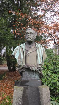 Alfred Nobel Büste vor der Dynamit Nobel AG, Leverkusen