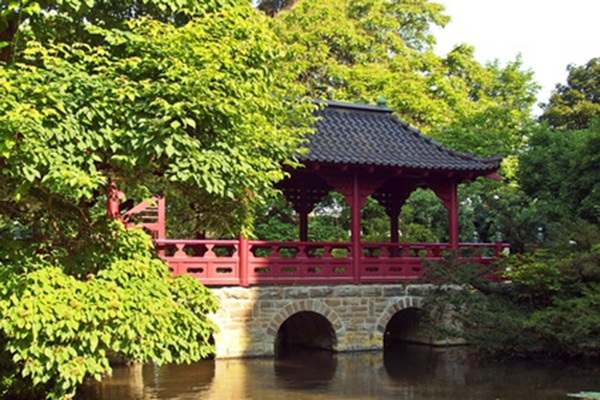 Zugang zum Japanischen Garten Leverkusen