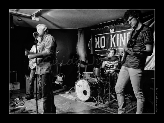 NO KING & Phil Bee