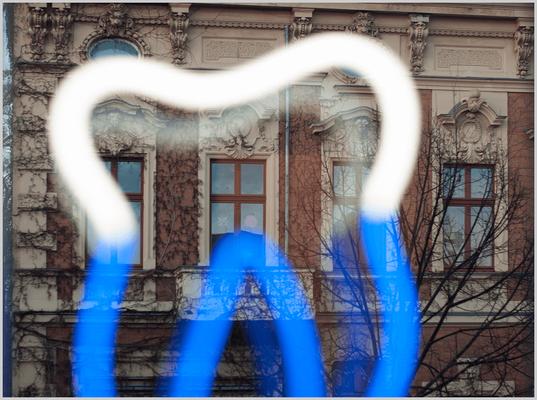 Zahn im Wartezimmer zur Kurfürstenstraße