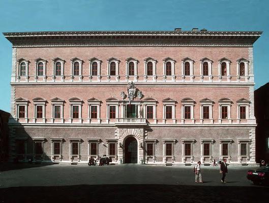 Le Palais Farnèse est la première résidence de Christine lors de son arrivée à Rome. Aujourd'hui ambassade de France il a accueilli le concert organisé le 4 janvier 2015, sous la direction de Mats Liljefors, dans le cadre de la première phase du projet.