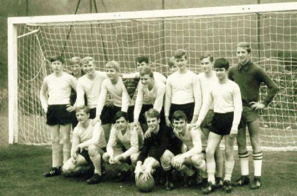 1968 - A-Jugendturnier in Zell/Mosel Ausflug I Peter Schäfer untere Reihe, der 1. v. links