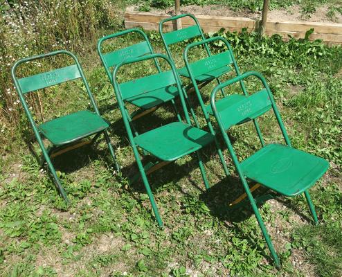 € 250,00 – 6 Metallklappstühle für den Garten, Bistro, Terrasse, gut erhalten, Logo-Prägung auf Sitz und Lehne, Industriestil, gut erhalten