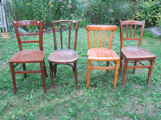 je ab € 35,00 – original französische Bistrot-Stühle, unterschiedliche Designs