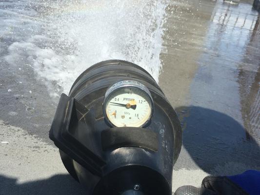 ピトーゲージで放水試験。