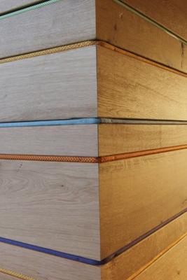 Thekendetail, eingearbeitete bunte Seile in die Theke