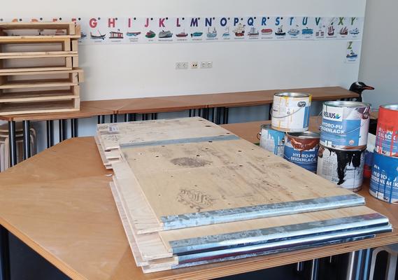 Juni 2020 – Die Holzmodule werden im Museumspädagogischen Raum zwischengelagert, da sie noch nicht gestrichen sind.