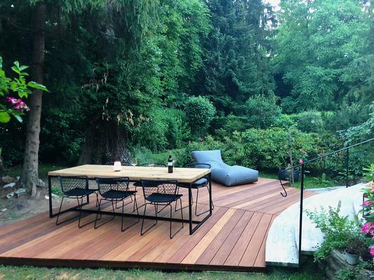 Gartentisch in langlebiger Eiche, beschichtetes Stahlgestell