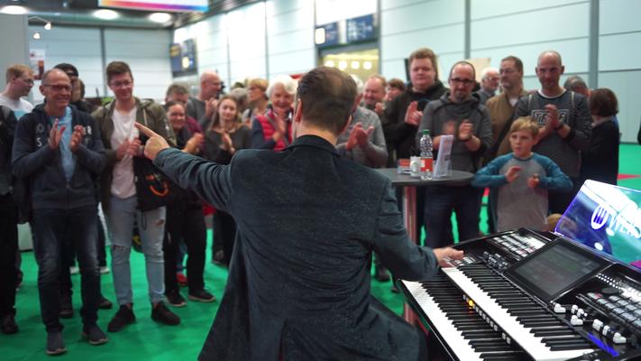 Robert Bartha live an der WERSI SONIC OAX-700 am Stand von WERSI Leipzig (Musicpark 2019) Foto: Robert Soujon