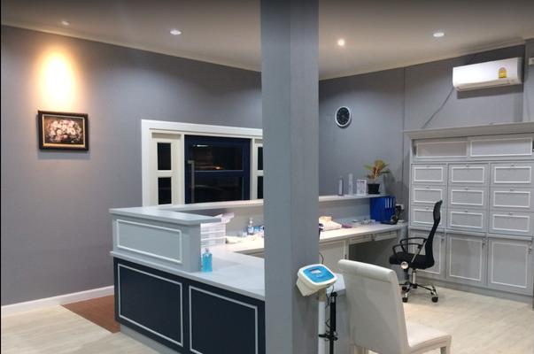 Eingang IngaJai Clinic Empfang