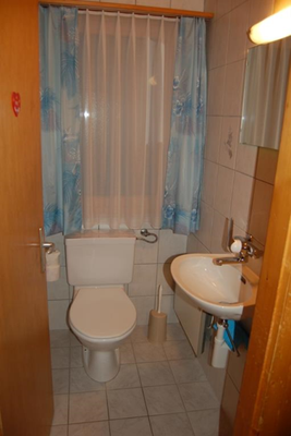 separates WC
