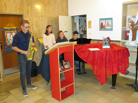 """I Caotici"": (v.l.) Luca Delli Castelli (Saxophon), Christina Greco (Gesang), Veronica Kniese (Gesang), Francesco Tallarico (Klavier)."