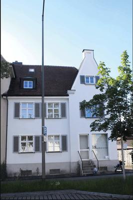 Äußere-Brucker-Straße 84 - Baujahr 1926 mit Laden: Metzgermeister Georg Schuh