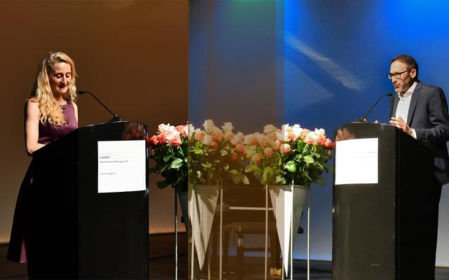 Rektorin Franziska Schärer und Prorektor Ueli Reinhard richten herzliche Worte an die Absolventinnen und Absolventen der Kantonsschule Musegg Luzern