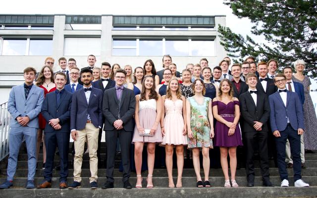 Matura 2019 an der Kantonsschule Schüpfheim/Gymnasium Plus: Absolventinnen und Absolventen in voller Grösse. Bild: Dalia Fazil