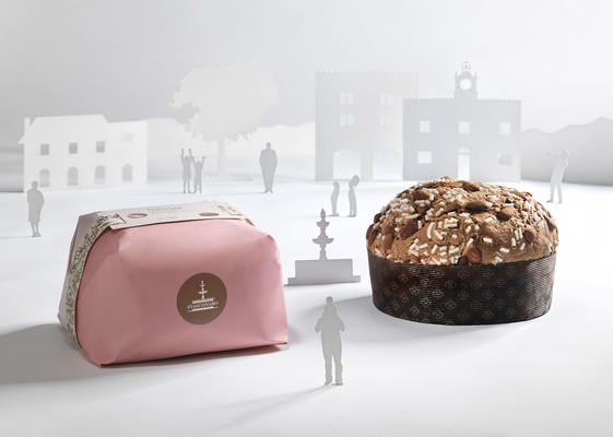 Panettone almonds & icing hand wrap (1kg)