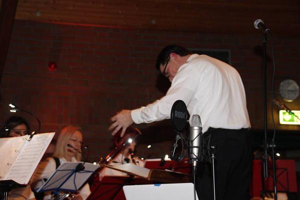 Dirigent des Orchesters Christoph Merkel